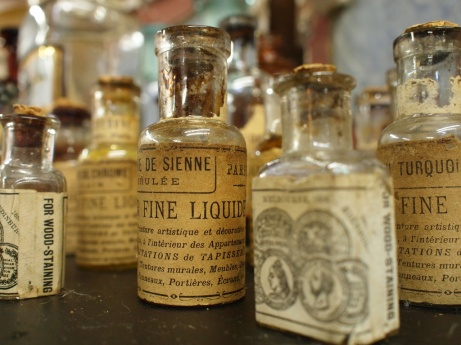 Apothecary bottles_Pairs en Ponce & la Maison Rouge_Flickr.jpg