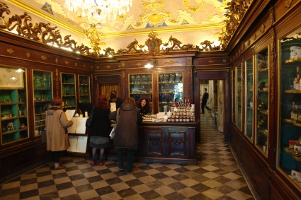 Pharmacy_SantaMariaNovella_Credit_Graeme Churchard_Flickr.jpg